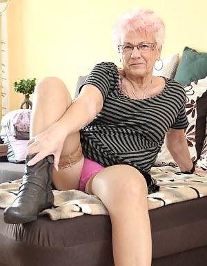 MILF Granny Porn Pictures