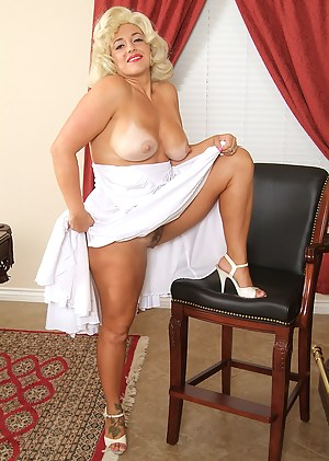 Pinup MILF Porn Pictures