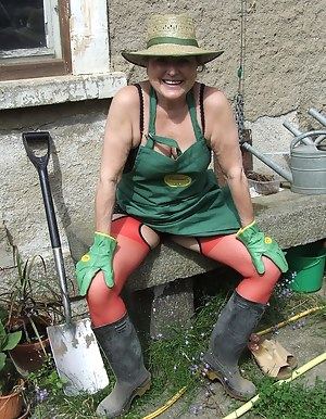 MILF Funny Porn Pictures